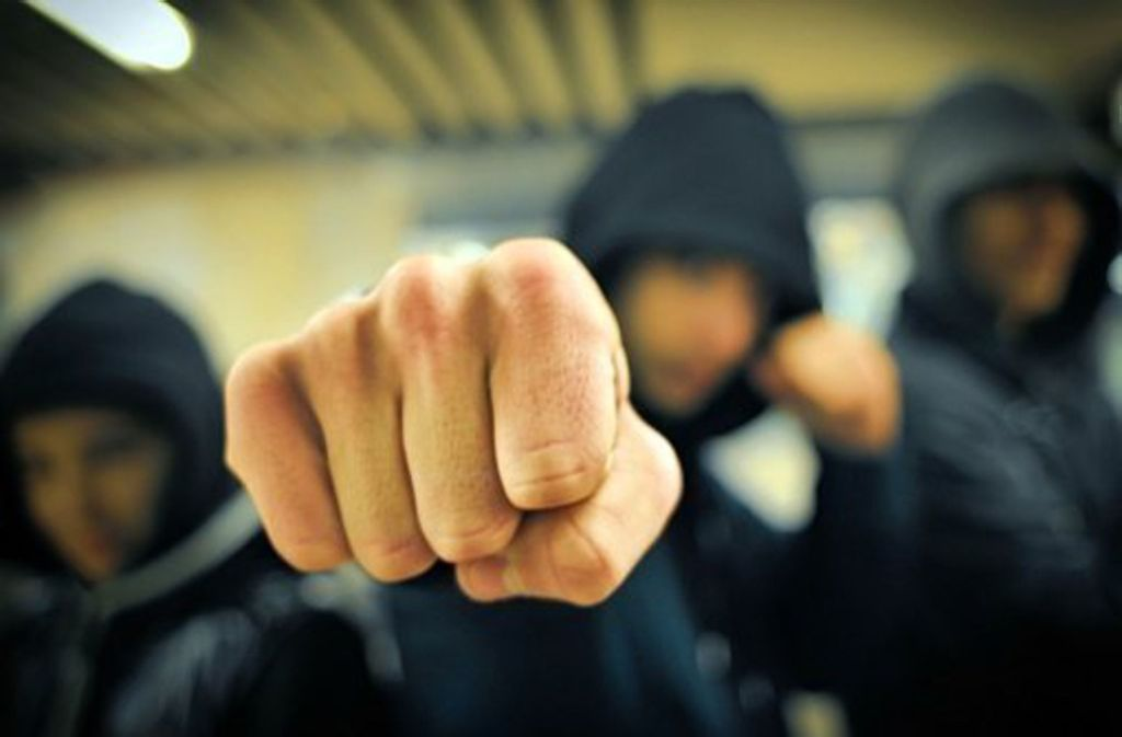 Vor zwei Wochen rotteten sich rund 15 junge Leute gegen einen 19-Jährigen  zusammen. Foto: Weingand
