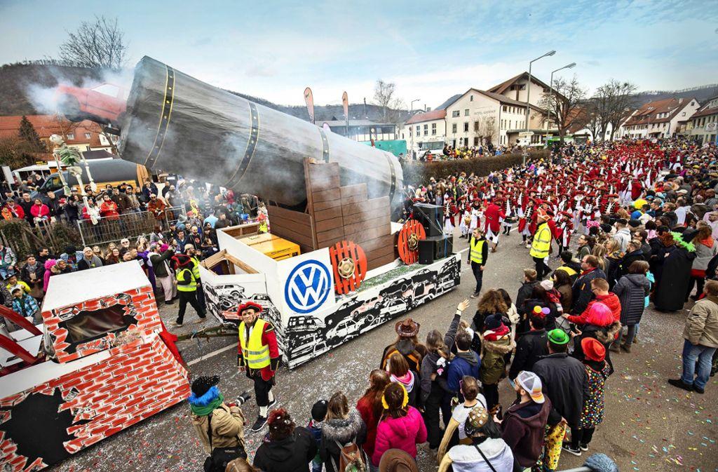Der VW-Skandal hat die Narren zu einem ihrer Motivwagen inspiriert. Foto: Michael Steinert