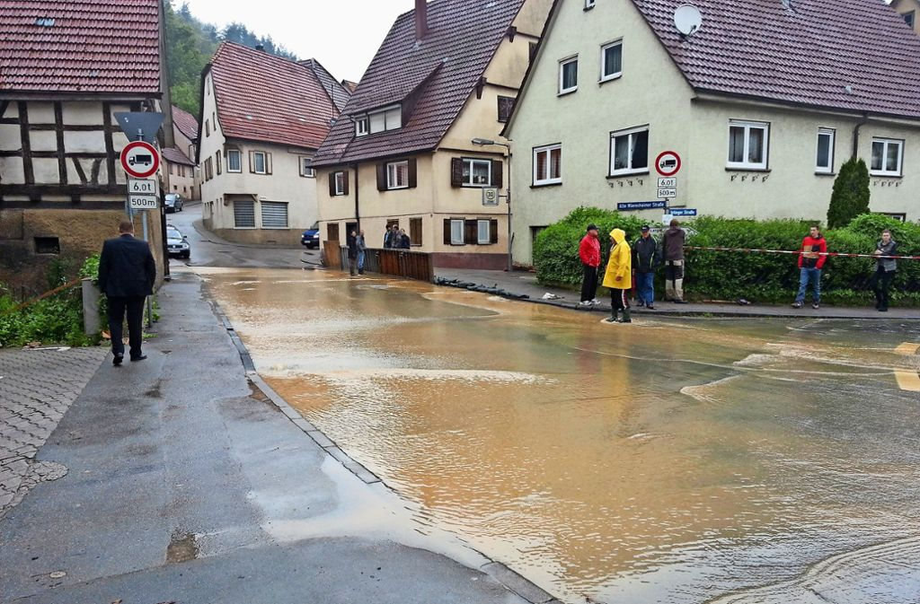 Am 1. Juni 2013 waren viele Straßen Mönsheims überflutet. Foto: Archiv/Marius Venturini
