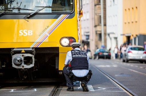 Mann von Stadtbahn erfasst