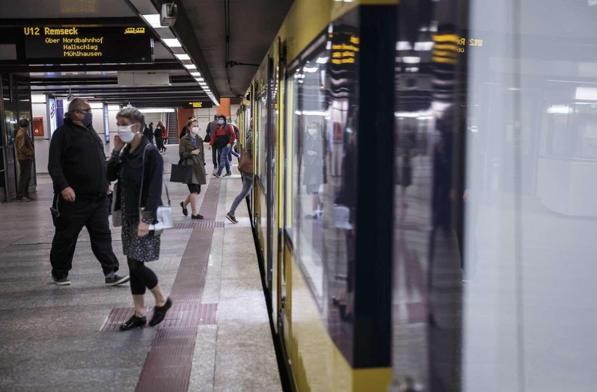 An unterirdischen Bahnhöfen ist das Masketragen Pflicht. Foto: Lichtgut/Julian Rettig
