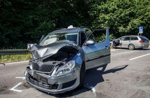 Unfall fordert fünf Verletzte – Kind ringt mit dem Tod