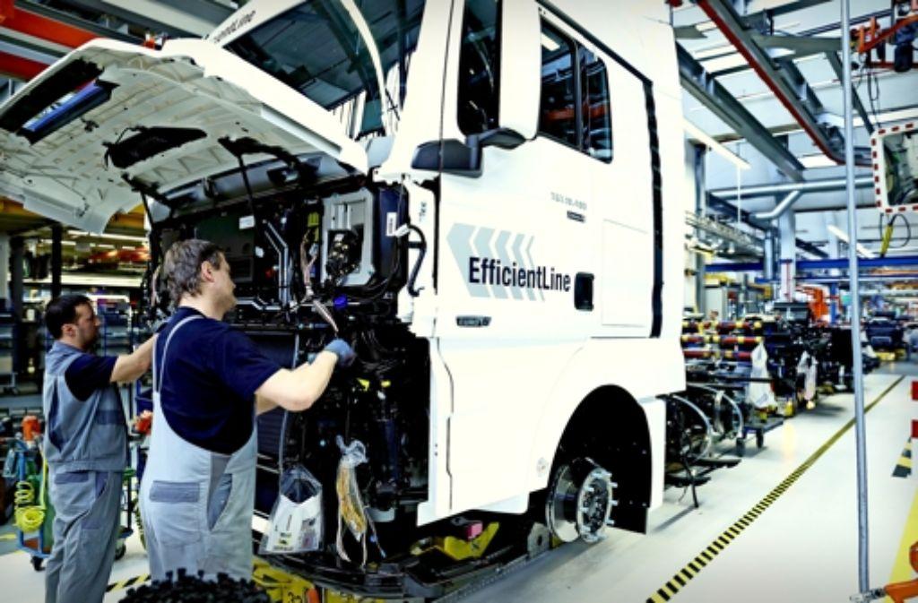 MAN  bekommt die zu große Abhängigkeit vom europäischen Markt schmerzhaft zu spüren. Wie hier in München gibt es in zwei weiteren Werken der VW-Tochter derzeit Kurzarbeit. Foto: