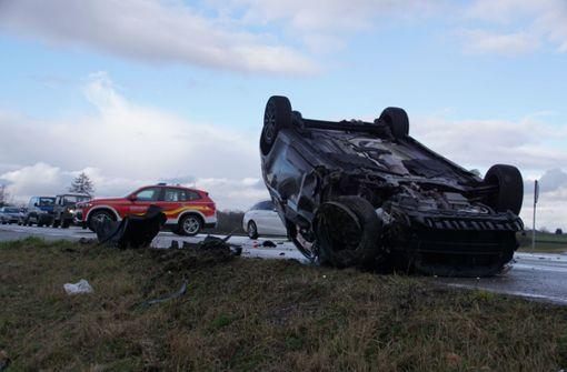 Ford überschlägt sich nach Kollision – drei Verletzte