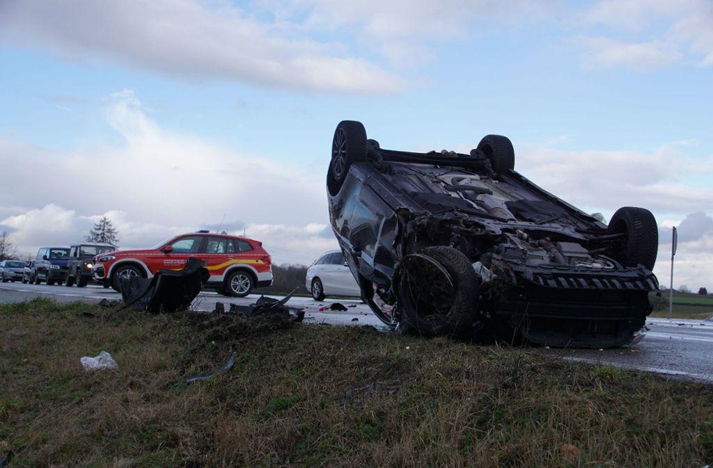 Der Fahrer dieses Ford ist bei dem Unfall leicht verletzt worden Foto: SDMG/Hemmann
