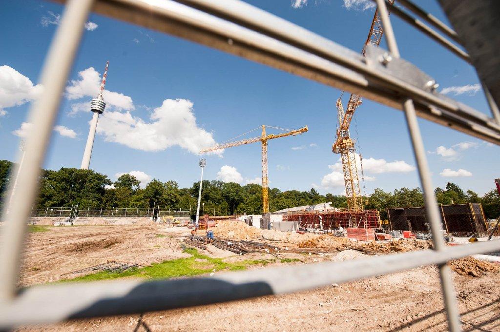 Unter dem Fernsehturm kreisen die Bagger: Am Gazistadion auf der Stuttgarter Waldau sind die Umbauarbeiten in vollem Gange. Foto: www.7aktuell.de | Florian Gerlach