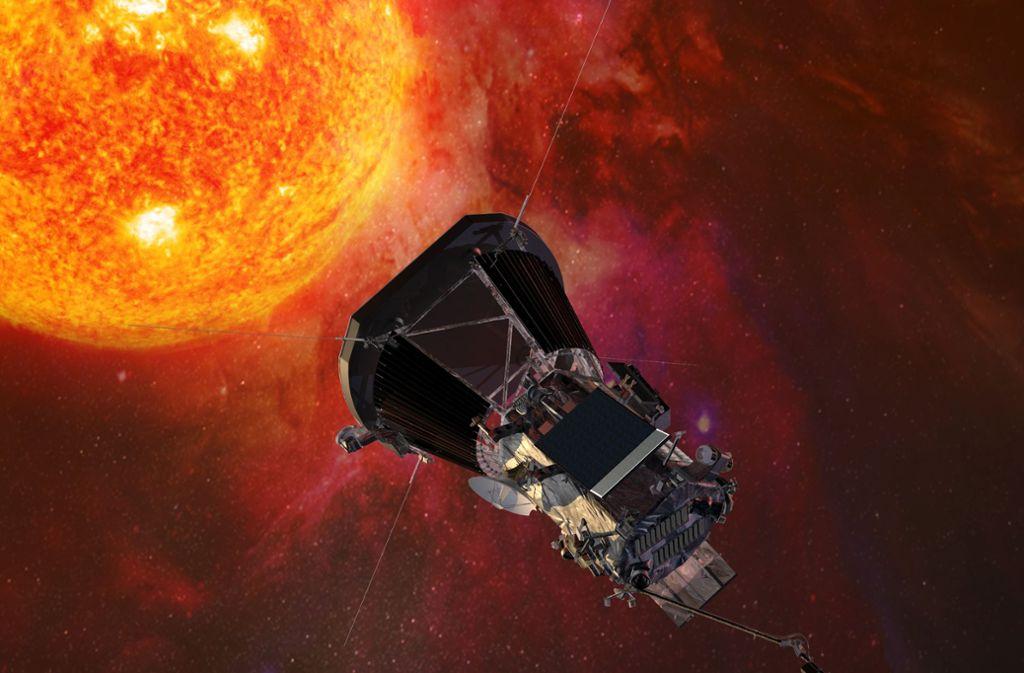 """Die Computergrafik zeigt die """"Parker Solar Probe""""-Sonde der US-Raumfahrtbehörde Nasa auf dem Weg zur Sonne. Foto: dpa/Johns Hopkins University Applied"""