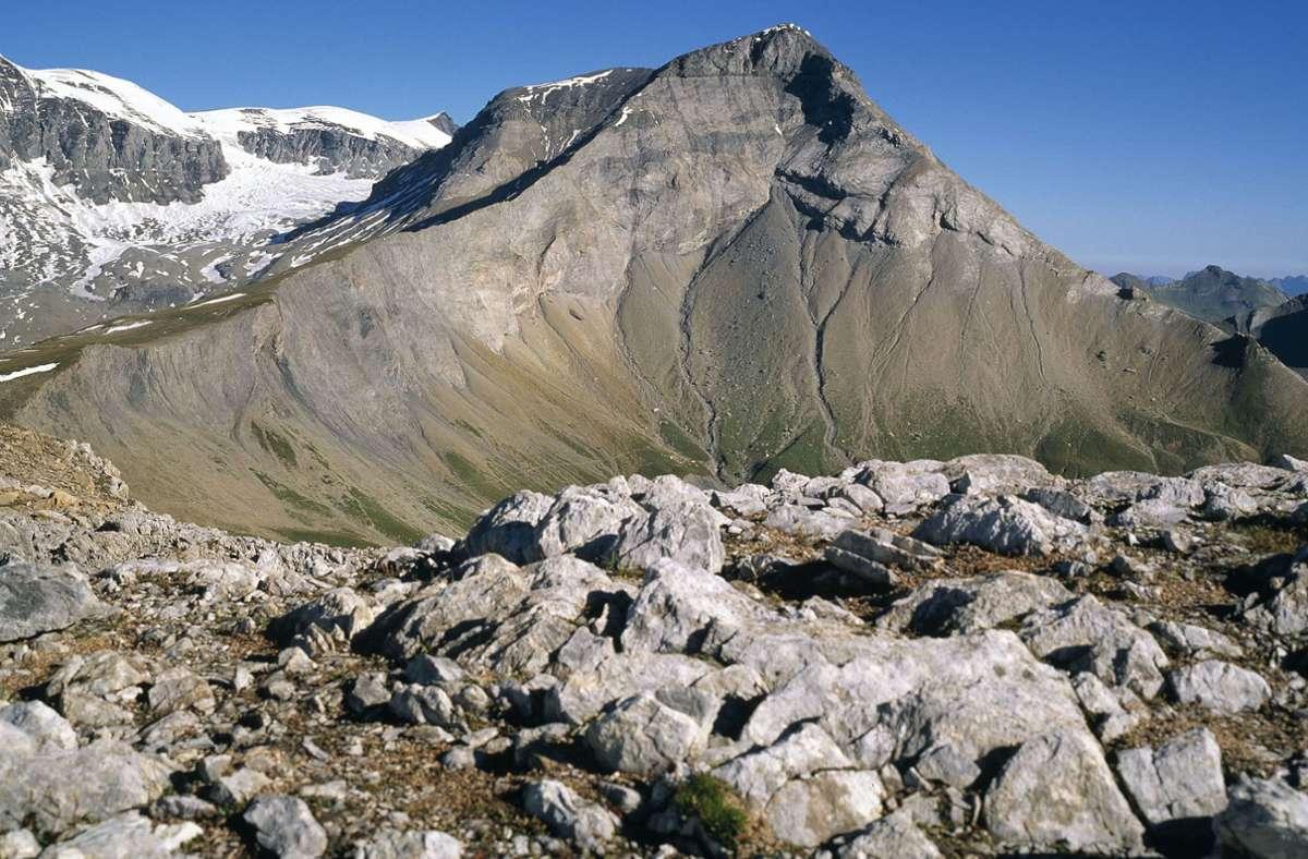 In den Schweizer Alpen ist ein Bergsteiger aus Deutschland ums Leben gekommen (Symbolbild). Foto: dpa/Arno Balzarini