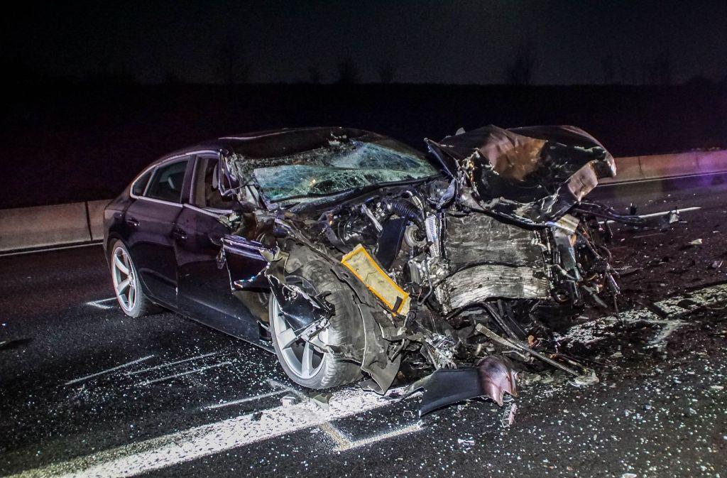 Bei dem Unfall auf der A8 entsteht ein Sachschaden in Höhe von rund 86.000 Euro. Foto: SDMG