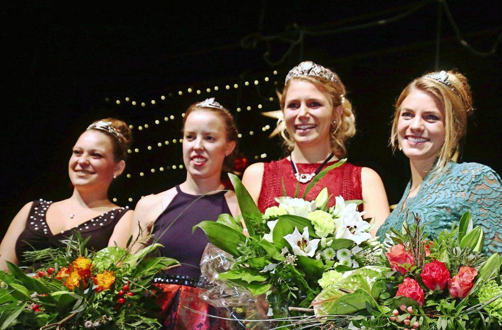 Die neue  Weinkönigin Julia Böcklen (Zweite von rechts) und  ihre Prinzessinnen Aliena Zischewski, Ellen Volzer und Franziska Fischer (von links) Foto: Weinbauverband