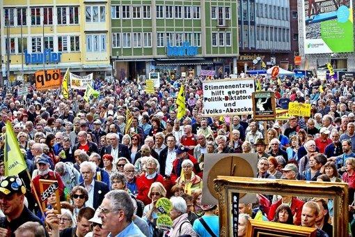 Am Samstag stellten Stuttgart-21-Gegner  einen Forderungskatalog vor. Foto: Horst Rudel