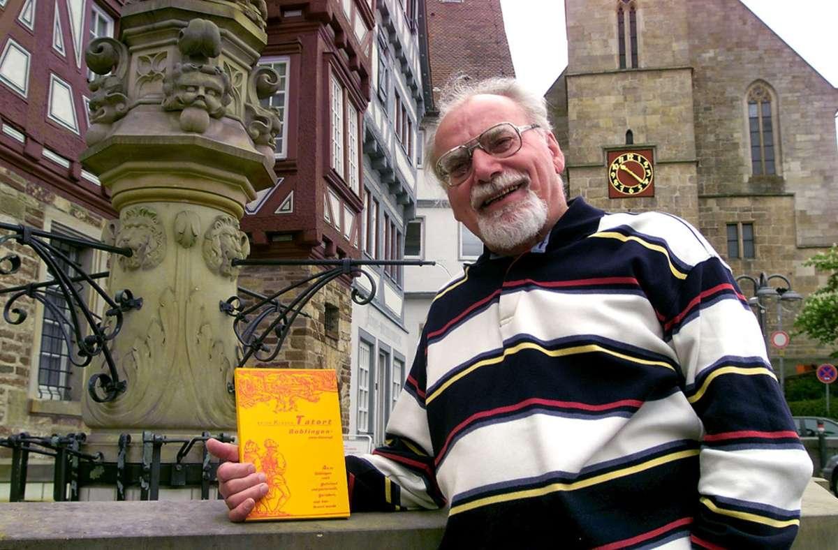 Erich Kläger bei der Präsentation eines seiner zahlreichen Bücher. Foto: Kreiszeitung Böblinger Bote/Wandel/Annette Wandel