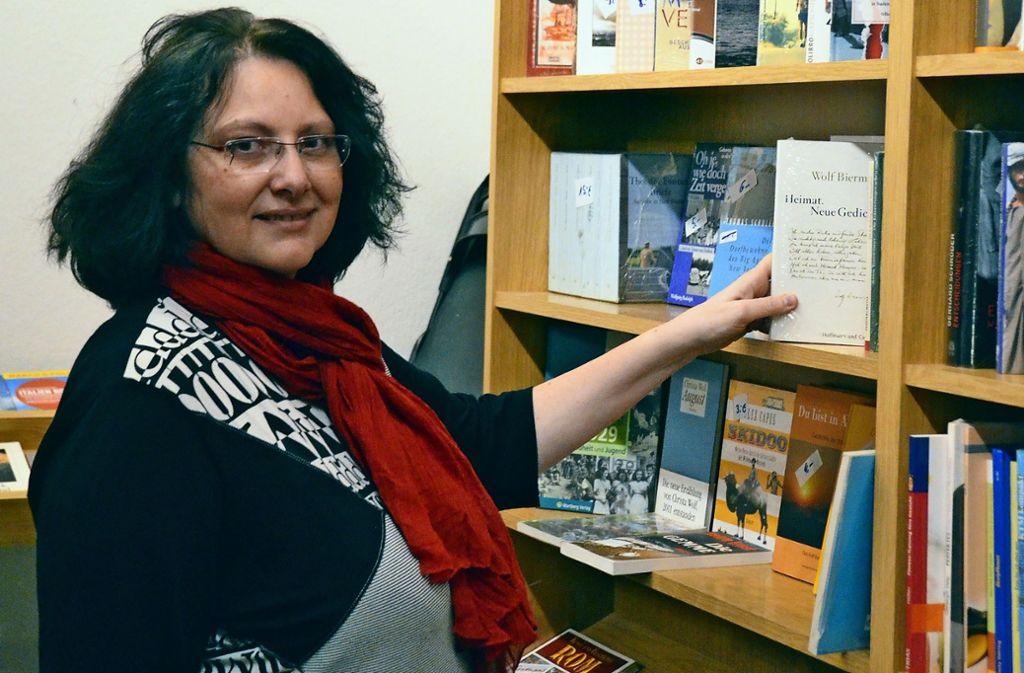 Hiltrud Singer hat die Rohrer Buchhandlung 2015 übernommen. Am 9. März öffnet sie zum letzten Mal die Türen des kleinen Ladens. Foto: Sandra Hintermayr