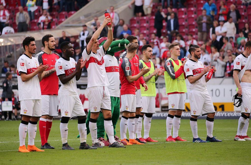 Die Spieler des VfB Stuttgart zeigten sich nach dem Spiel gegen Hannover enttäuscht – auch die Fans im Netz sind nicht begeistert. Foto: Pressefoto Baumann
