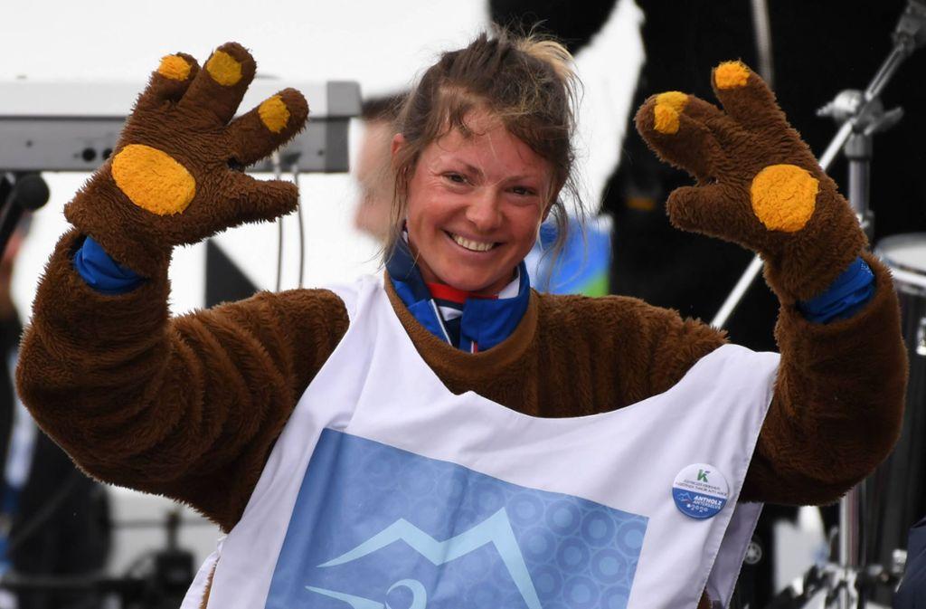 Die ehemaligen Biathletin Marie Dorin-Habert schlüpfte am Schlusstag der WM ins Kostüm des WM-Maskottchens Bumsi. Foto: imago//Christian Einecke