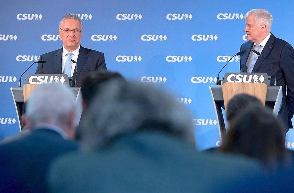 Bayerische Alphatiere unter sich: Innenminister Joachim Herrmann und Ministerpräsident Horst Seehofer Foto: dpa