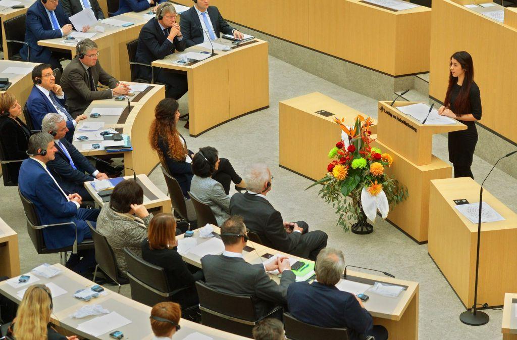 Mit ihrer 15-minütigen Rede im Landtag bewegt Nadia Murad viele Abgeordnete Foto: dpa