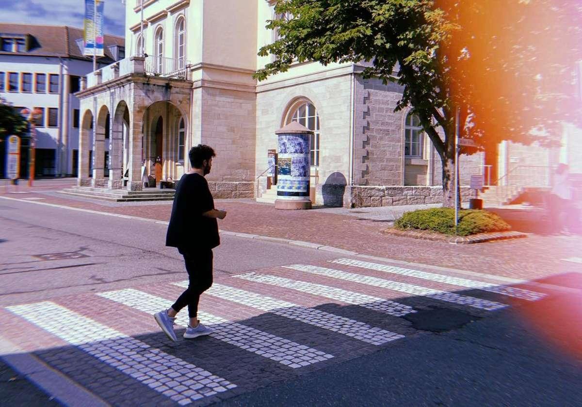 Schonmal auf einem Zebrastreifen aus Marmor die Straße überquert? Das ist in Sindelfingen möglich. Foto: Tanja Simoncev
