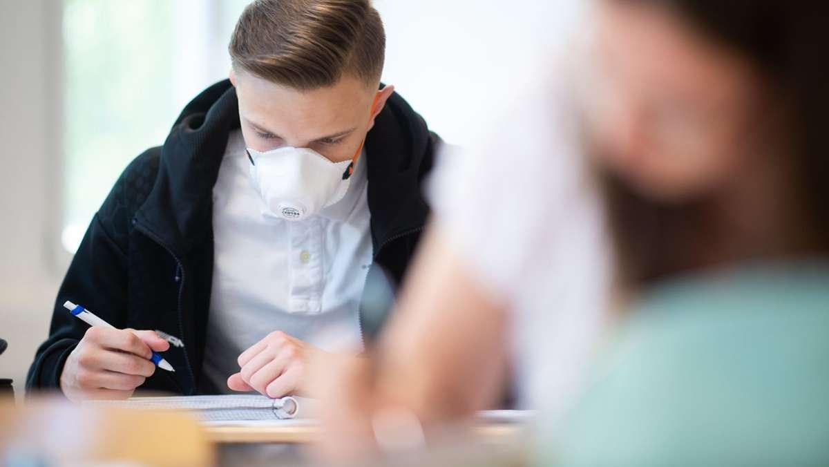 Eltern kritisieren mangelnde Digitalisierung und fürchten Schulschließungen