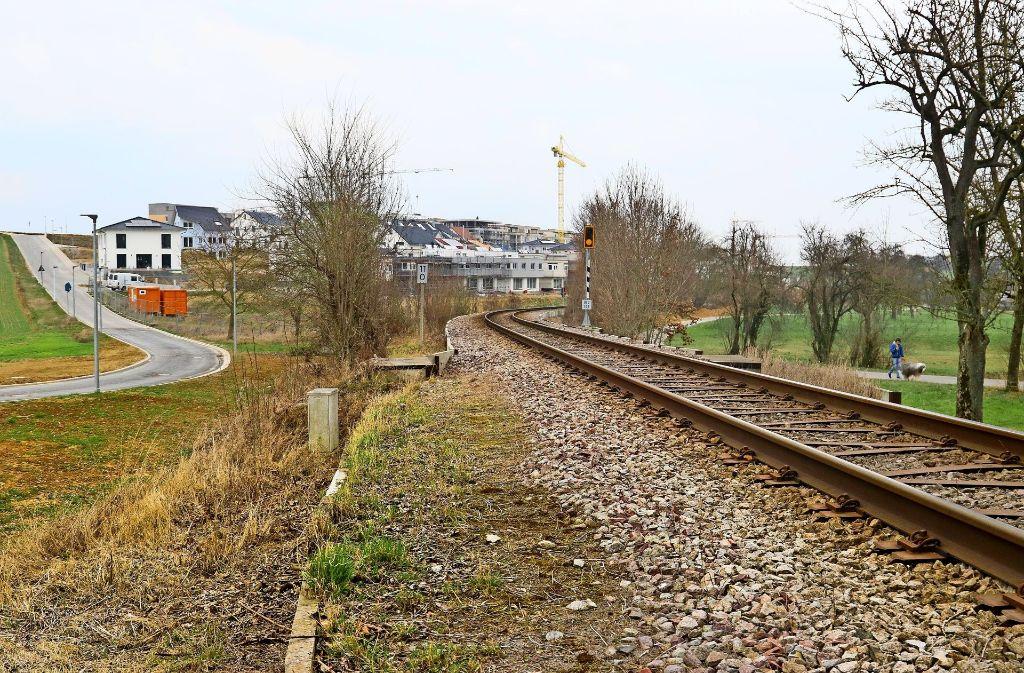 Gleise trennen die Hälde vom Hemminger Ortskern. Foto: factum/Granville
