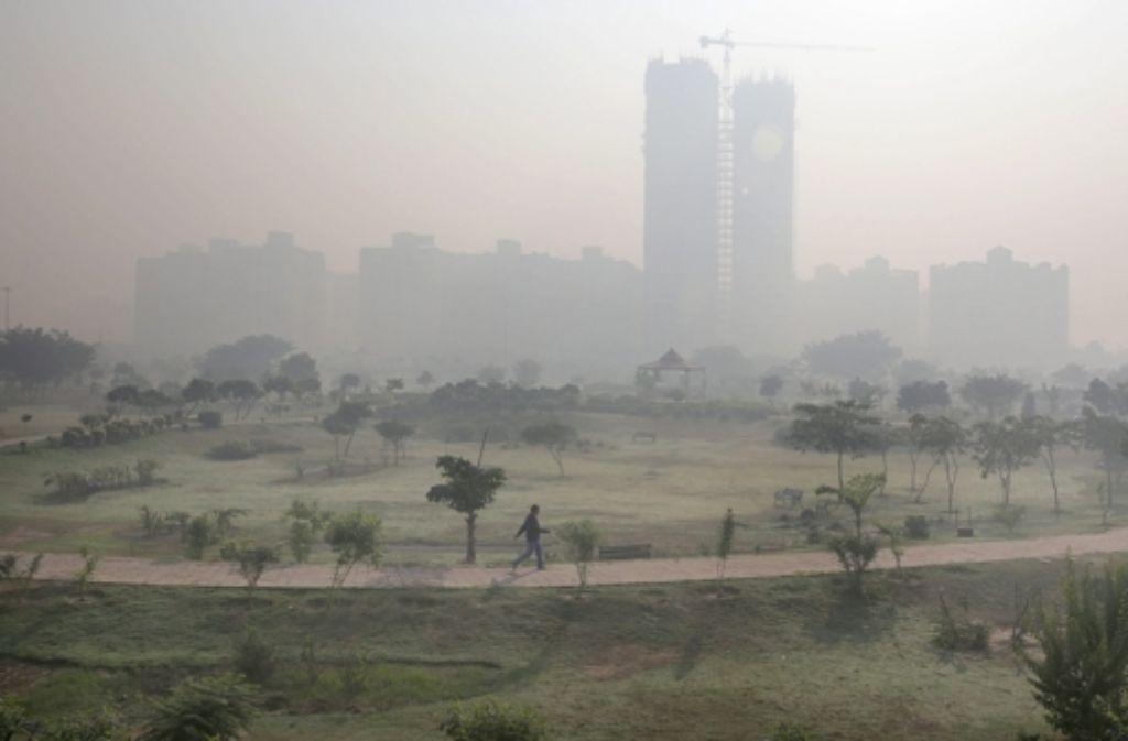 Sogar in den Vororten von  Delhi ist der Smog noch zu spüren. Foto: dpa