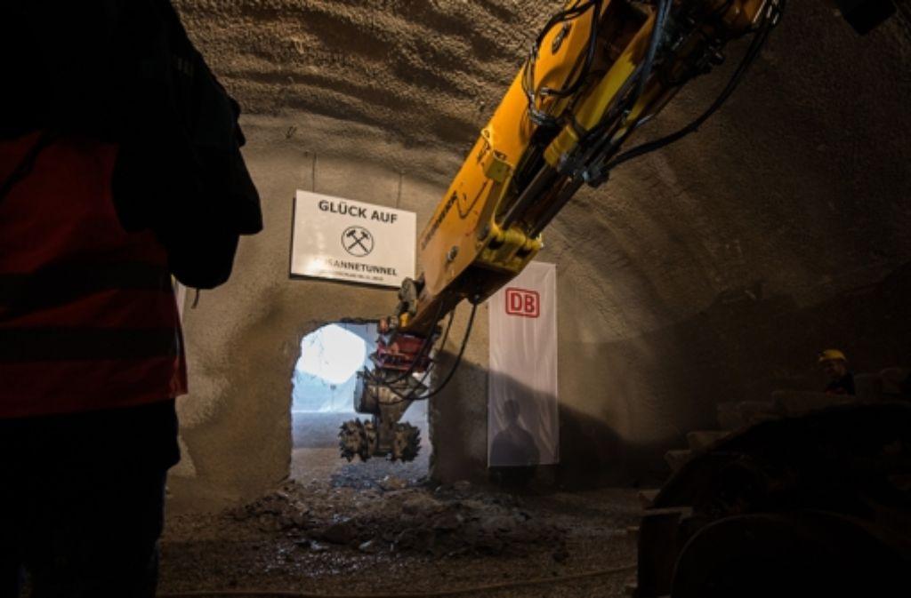 Der Durchschlag des Steinbühltunnels ist geschafft. Auf die Entschädigungszahlungen warten viele Betroffene aber immer noch. Foto: dpa