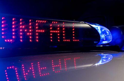 Lkw kracht in Unfallauto – 38-Jähriger verletzt