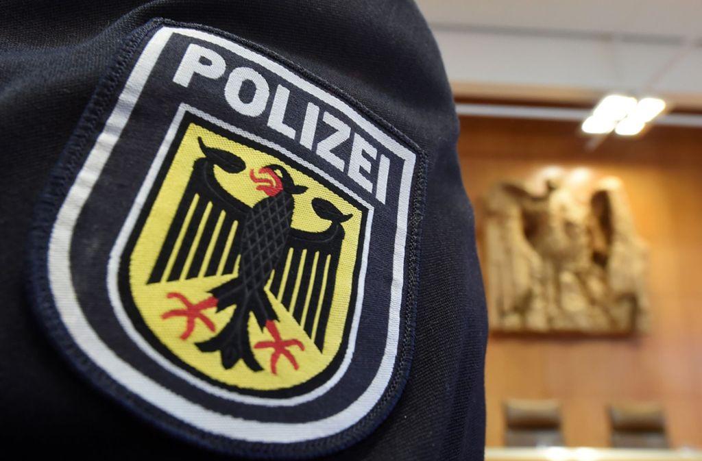 Ein 15-Jähriger aus Stuttgart muss mit einem Ermittlungsverfahren wegen sexueller Belästigung, versuchter Körperverletzung und des tätlichen Angriffs auf Vollstreckungsbeamte rechnen. Foto: dpa