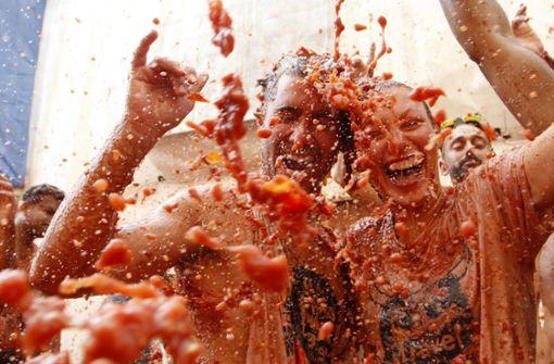 Zehntausende beschmeißen sich in Spanien mit Tomaten