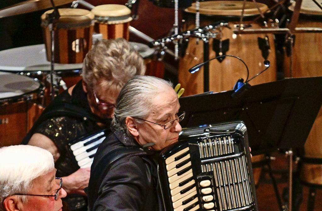 Wer das fantasievolle und vielseitige Herbstkonzert gehört hat, der weiß, dass es das Akkordeon mit jedem anderen Instrument aufnehmen kann. Foto: factum/Bach