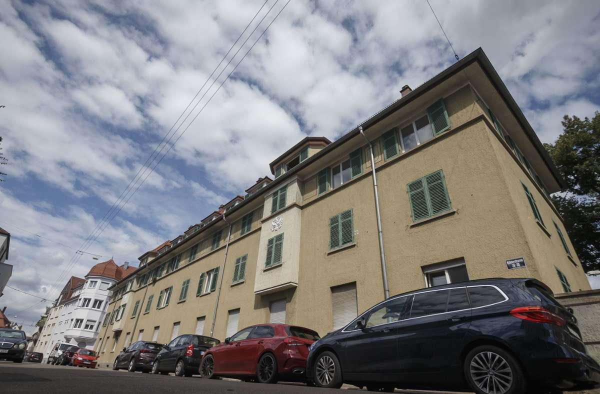 Viele Häuser der SWSG – wie hier in der Nähterstrasse in Wangen –, sind in die Jahre gekommen und   müssen saniert werden. Mit Blick auf den Klimaschutz setzt der Gemeinderat die Vorgaben dazu hoch. Foto: Lichtgut/Julian Rettig