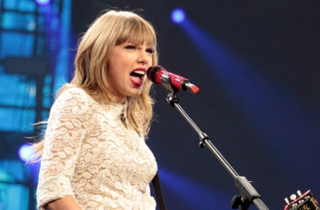 Sie steht auf Platz 1! Taylor Swift, US-amerikanische Sängerin, hat im Jahr 2013 am meisten für wohltätige Zwecke getan, so die Organisation Dosomething.org. Foto: Invision