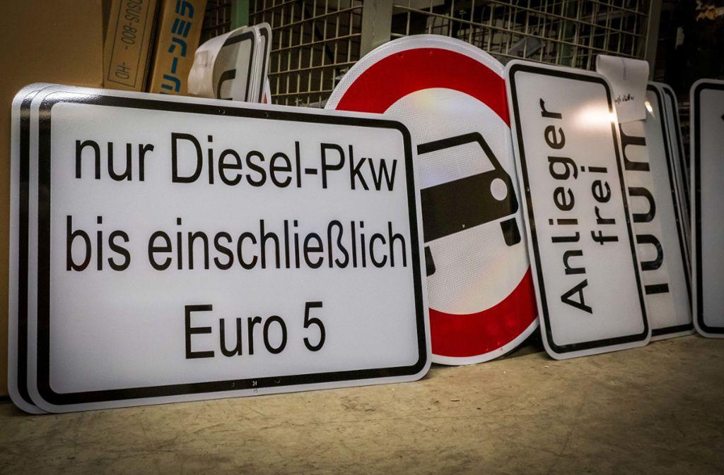 Auch das nächste Diesel-Fahrverbot müsste umfangreich beschildert werden. Dazu habe man derzeit kein Personal, sagt die Stadt. Foto: Lichtgut/Achim Zweygarth