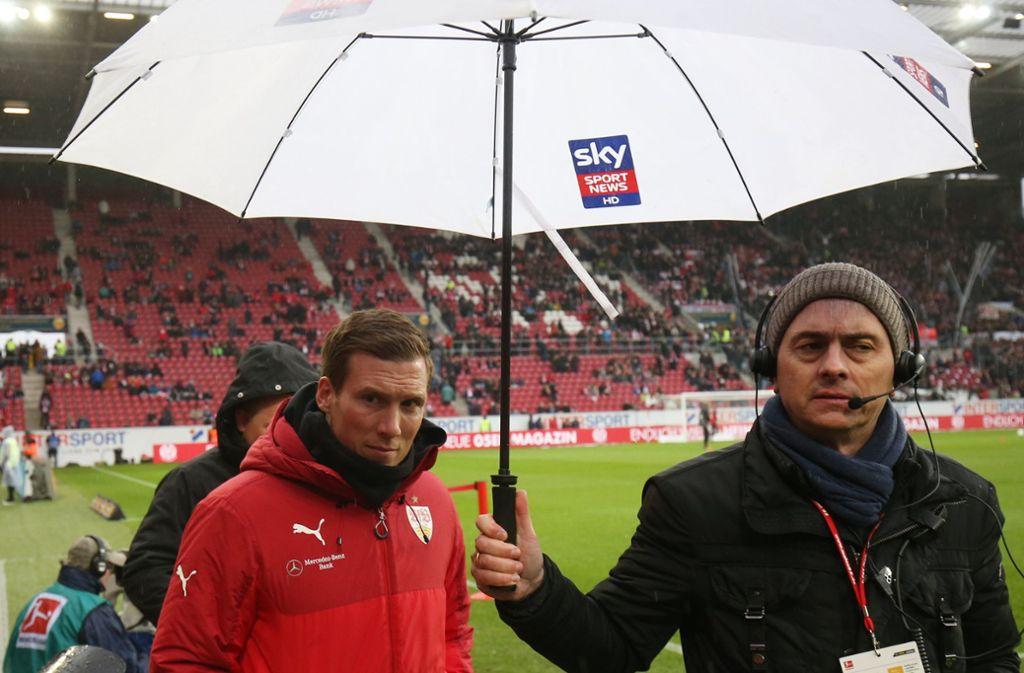 Beim VfB stand Hannes Wolf am Ende im Regen. Wie es ihm nun in Hamburg ergehen wird? Foto: dpa