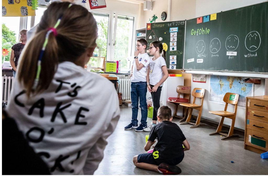 Rollenspiele gehören zum Unterricht in der 4a in Heumaden dazu. Foto: Lichtgut/Julian Rettig