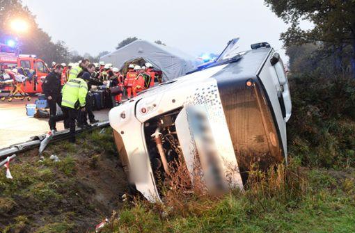 Reisebus verunglückt auf A1 –  32 Verletzte