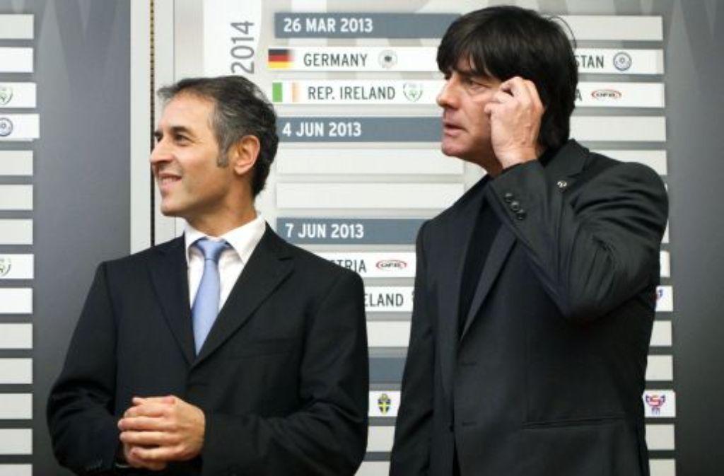 Bundestrainer Loachim Löw (rechts) mit dem Nationaltrainer von Österreich, Marcel Koller bei der Pressekonferenz zur Bekanntgabe der Termine für die Qualifikationsspiele zur Fußball-Weltmeisterschaft 2014. Foto: dpa