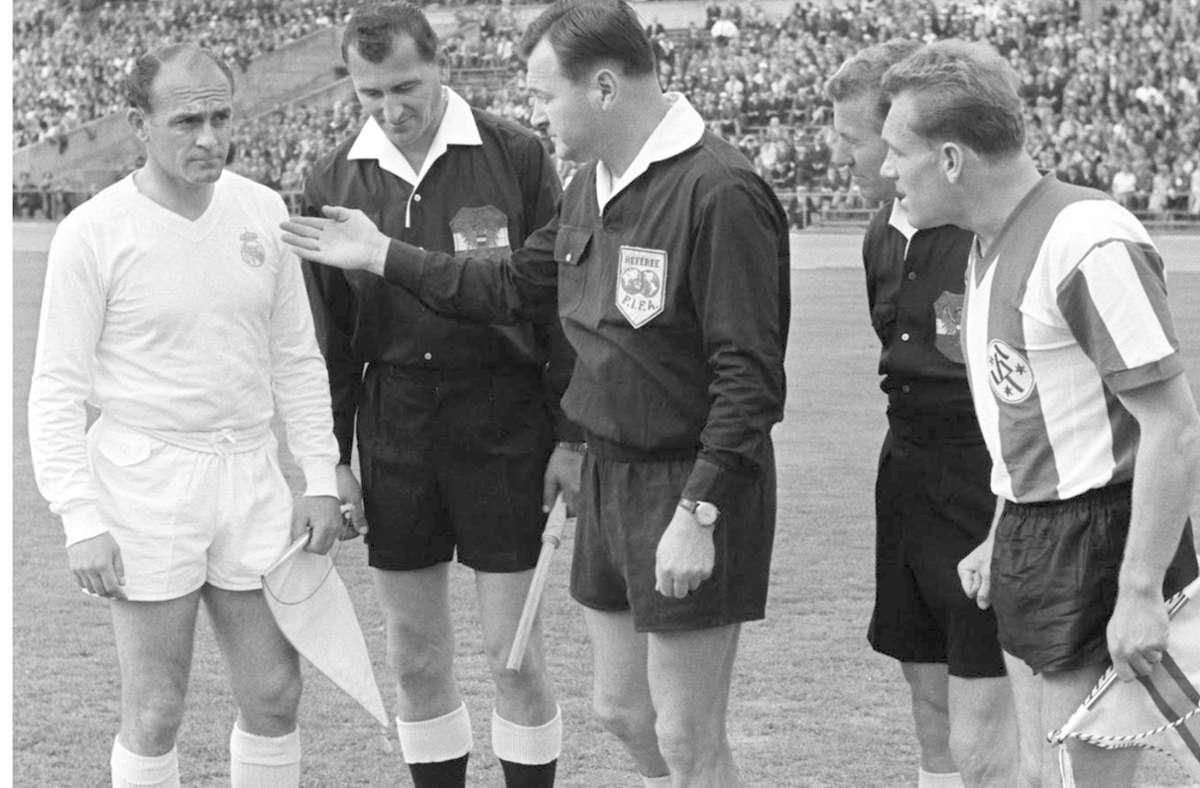 Begegnung mit einer Fußballlegende: Ludwig Hinterstocker (rechts) trifft Alfredo di Stefano. Foto: Baumann
