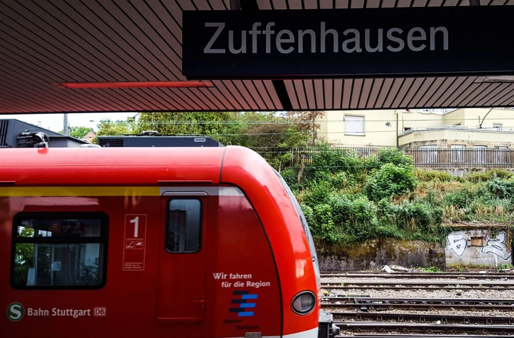 In einer Bahn der S4 ist es am Halt Zuffenhausen zu der Auseinandersetzung gekommen. Die Polizei sucht Zeugen. (Symbolfoto) Foto: Lichtgut/Max Kovalenko
