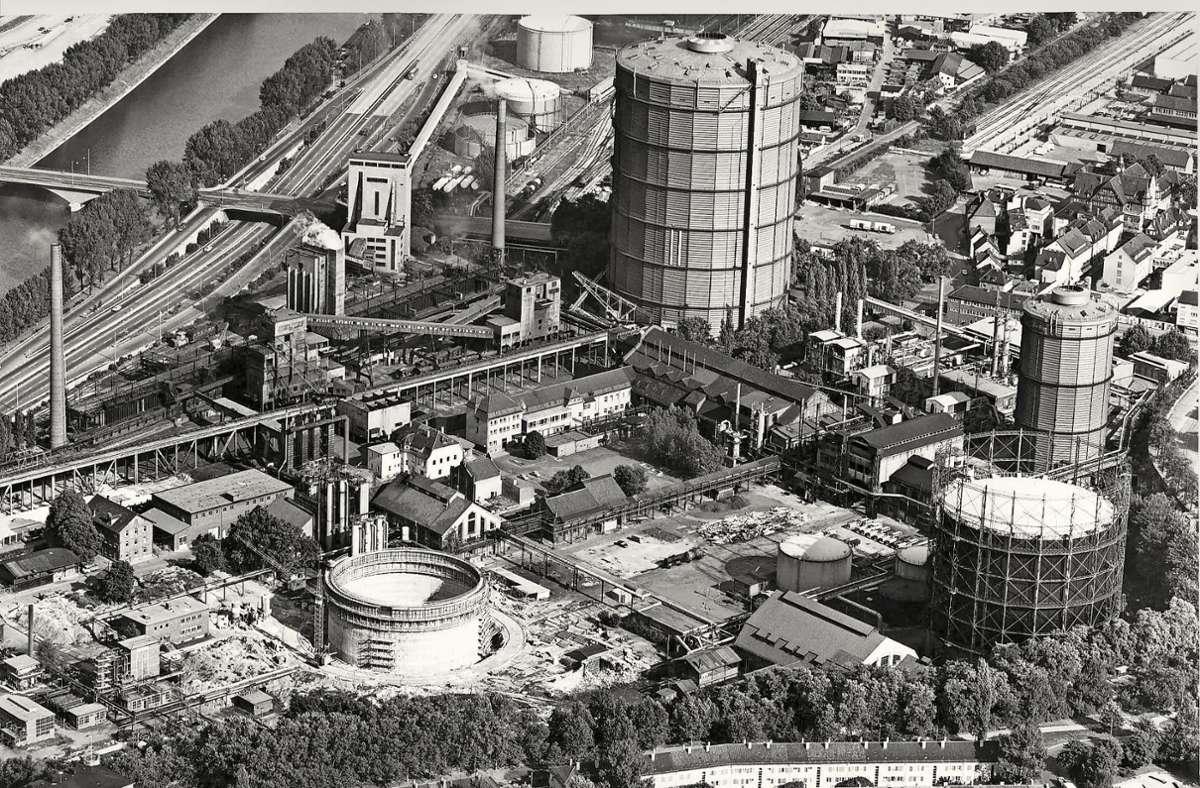 Foto vom Gaskessel im Jahr 1969: Einige  Gebäude stehen heute schon nicht mehr. Foto: EnBW/Maier-Gerber