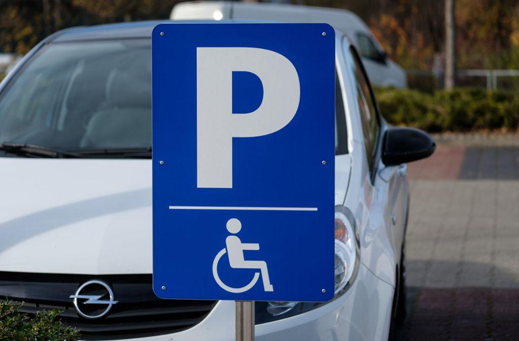 Kann ein Behindertenparkplatz geschäftsschädigend sein? Foto: Lichtgut/Achim Zweygarth