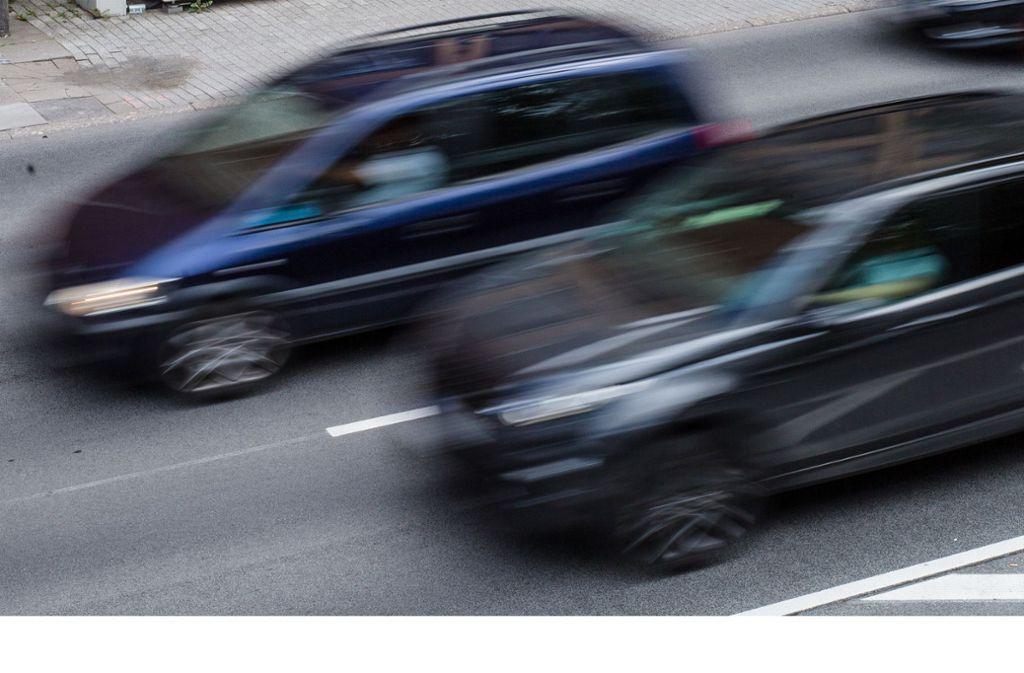 In Backnang müssen die Autofahrer künftig vorsichtiger aufs  Gaspedal treten – auf dem Innenstadtring gilt demnächst Tempo 40. (Symbolbild) Foto: dpa/Christoph Schmidt