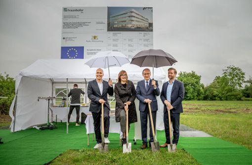 Forscher feiern Spatenstich für neues Leichtbauzentrum