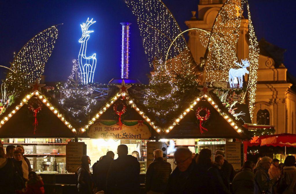 Bis kurz vor Weihnachten erstrahlt der Ludwigsburger Marktplatz im adventlichen Glanz. Foto: factum/Simon Granville