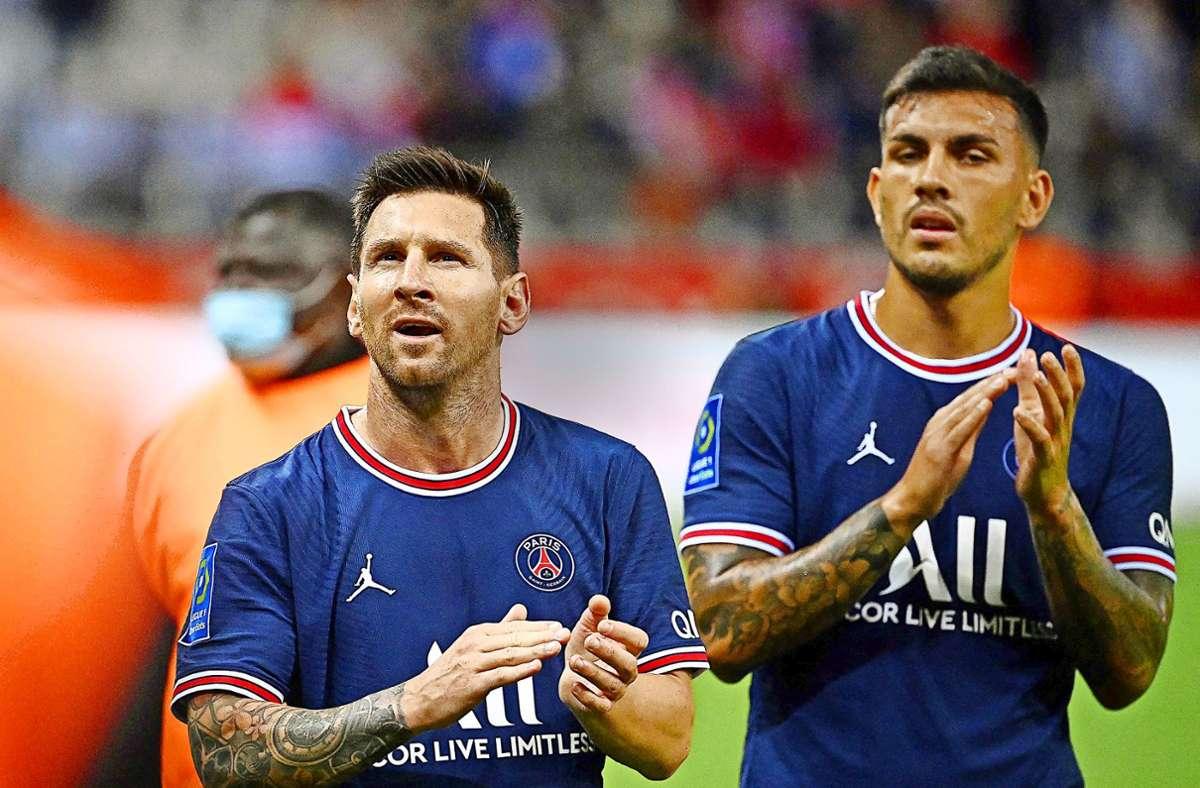 PSG-Profi Lionel Messi (li./mit Leandro Paredes) ist es nicht gewohnt, vor dem Schlusspfiff vom Feld gehen zu müssen. Foto: AFP/Franck Fife