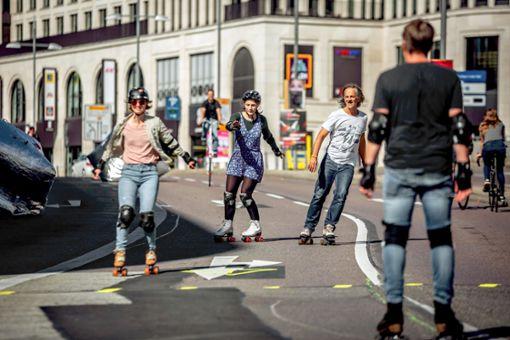 Vorfahrt für Rollschuhfahrer in der Stadt