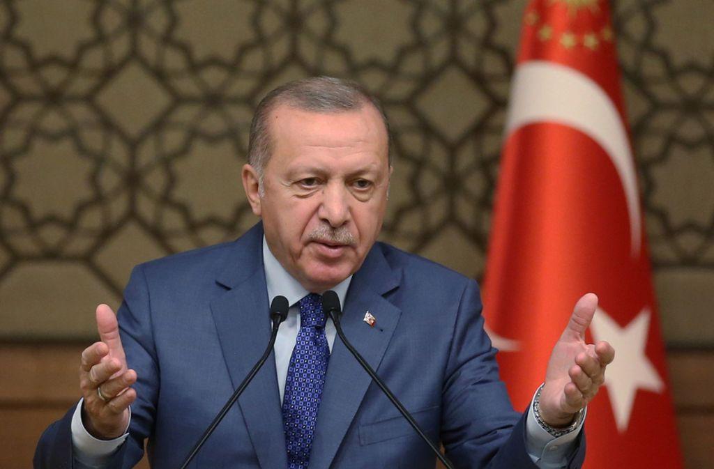 Am Dienstag hatte der türkische Präsident Recep Tayyip Erdogan damit gedroht, vermehrt IS-Anhänger nach Europa zu schicken. Foto: dpa