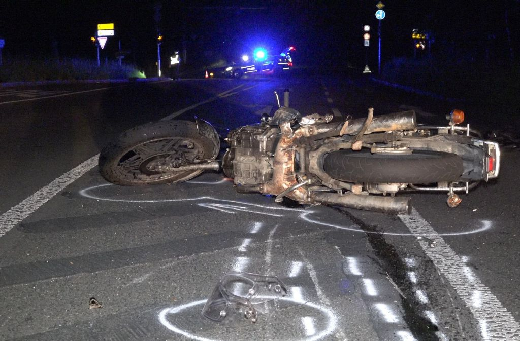 Ein 20-Jähriger ist am Sonntagabend bei einem Motorradunfall bei Stuttgart-Degerloch schwer verletzt worden. Foto: 7aktuell.de/Alexander Hald