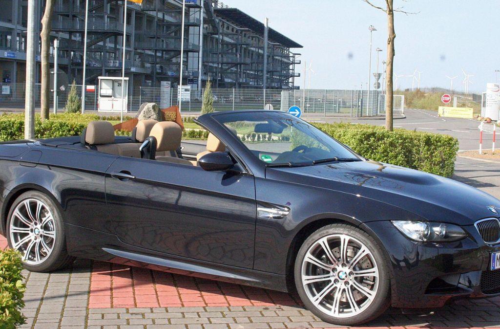 Ein BMW-Cabriolet dieses Typs ist in der Nacht zum Mittwoch vom Hof einer Autofirma gestohlen worden. (Symbolbild) Foto: dpa//Thomas Geiger