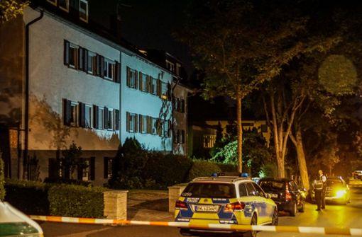 Polizisten mit Messer attackiert – dann fallen Schüsse